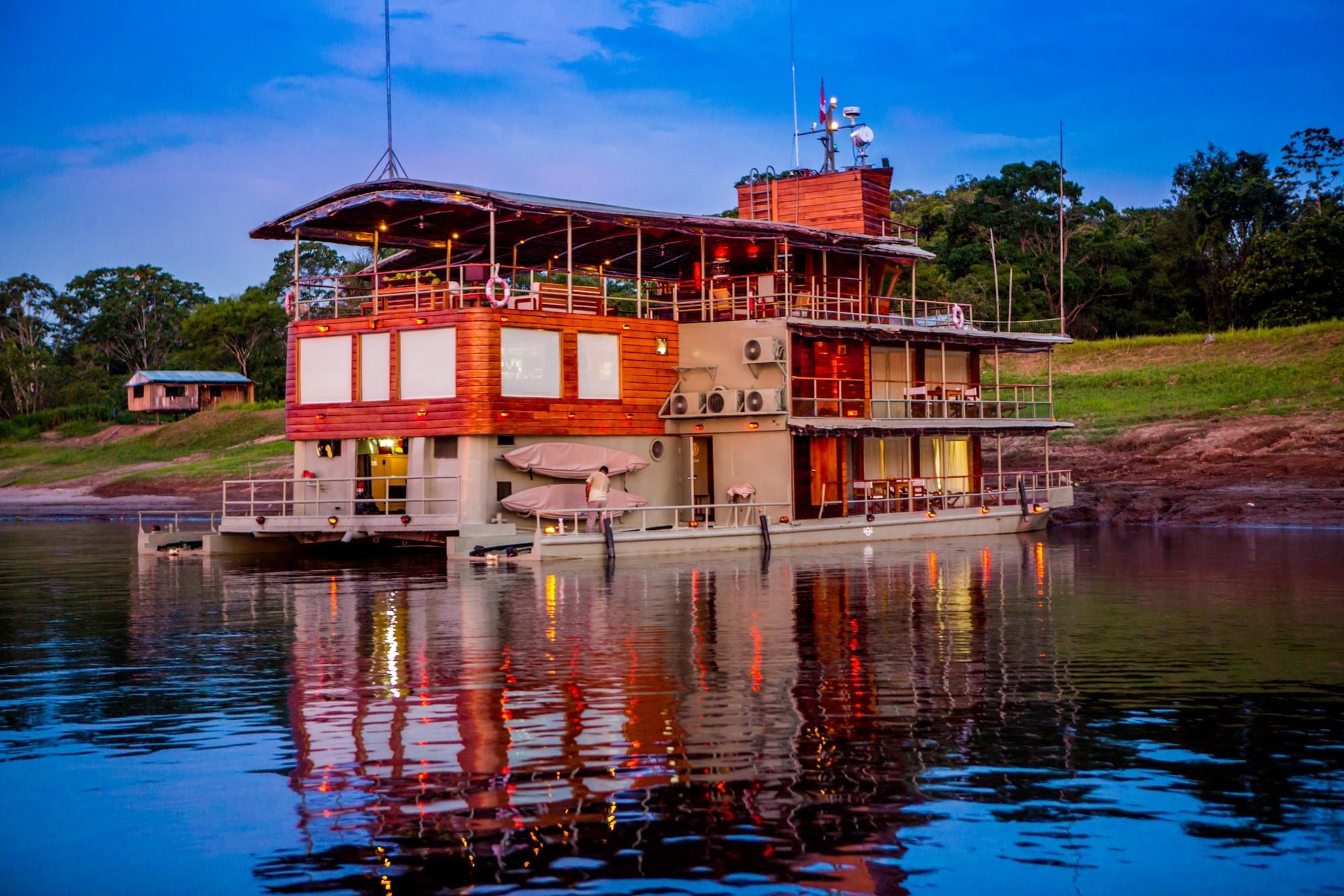 Amazon River Cruise Delphin Peru boat
